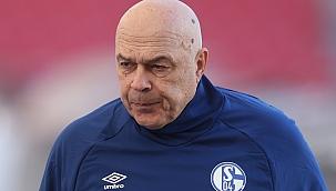 O professor foi enviado novamente para o Schalke!