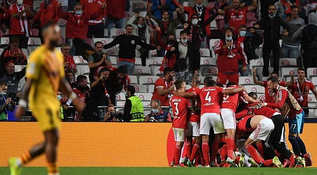 Benfica, do técnico Jorge Jesus, atropela o Barcelona na 2ª rodada da Champions League